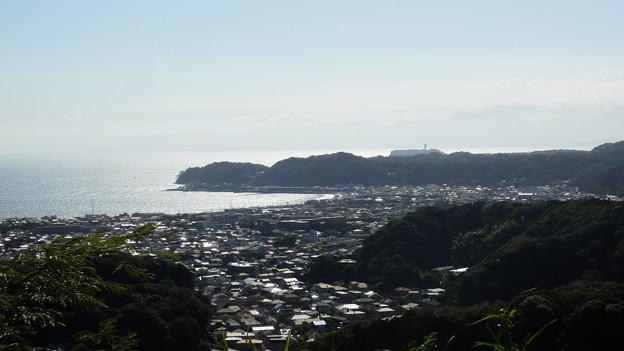 衣張山からの眺望♪ 江ノ島が見えます^^