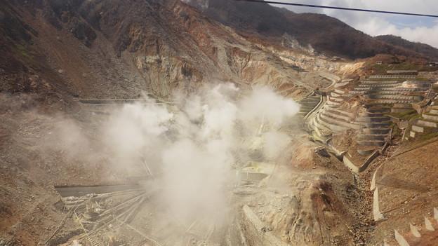 2015年6月末に小噴火のあった地獄谷が眼下に^^