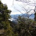 おおっ 遠方に津久井湖!