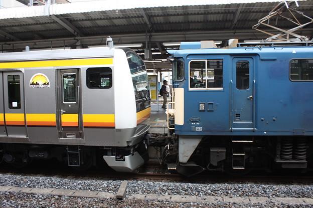 E231系8000番台とEF64の連結部分