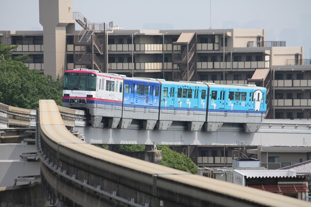 大阪モノレール2000系2114F イオンラッピング