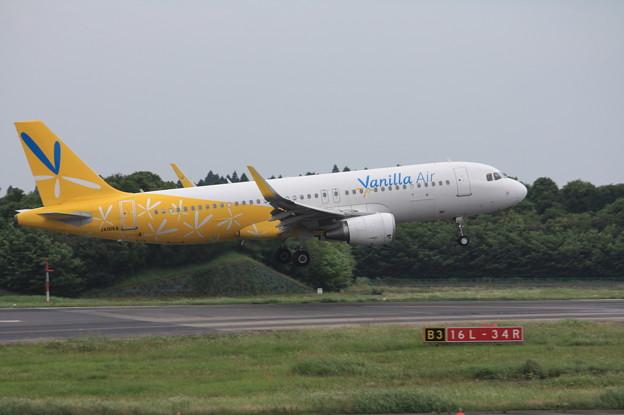 バニラエア エアバスA320-200 JA01VA (1)