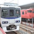 JR四国8000系とキハ40系の並び