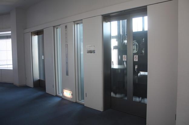 茨城県庁のエレベーターホール IMG_122121