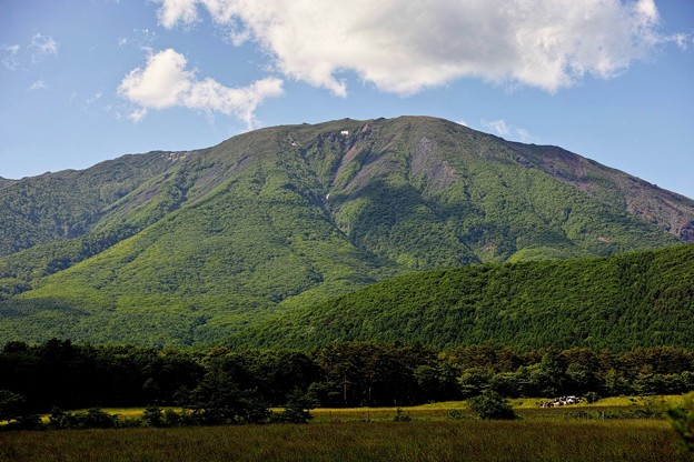 02.春小谷付近から見た岩手山