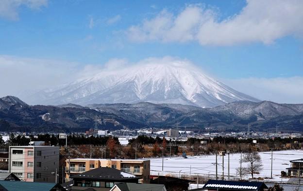 06.イオン盛岡店から見た真冬の岩手山(DP3 Merrill)