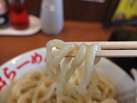 日の出らーめん 長野本店 剛つけめんチャーシュー大もり 麺アップ