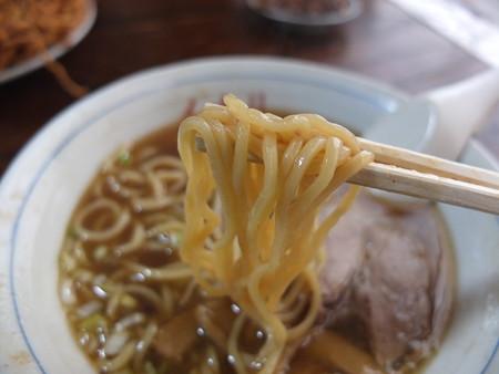 イナリ食堂 中華そば 麺アップ