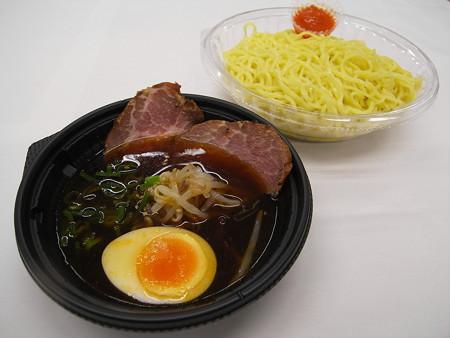 セブンイレブン ピリ辛仕立ての彩り冷しつけ麺(辛味噌付) アップ