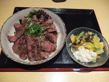 炭火焼MeatDining 肉ろ漫 俺のびふてき丼¥1080