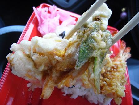 米やのコシヒカリ弁当 えび天重 野菜かき揚げアップ