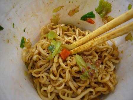 日清食品 カップヌードル ミーゴレン インドネシア風甘辛焼そば(2016年版) 具材の様子