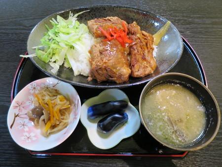 りらく庵 ブタスジ丼¥700