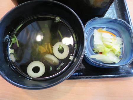 吉野家 上越高田店 松茸牛丼セット(数量限定) 副菜の様子