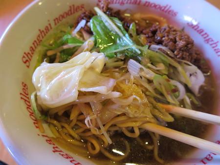 上海大食堂 黒酢湯麺 具材の様子