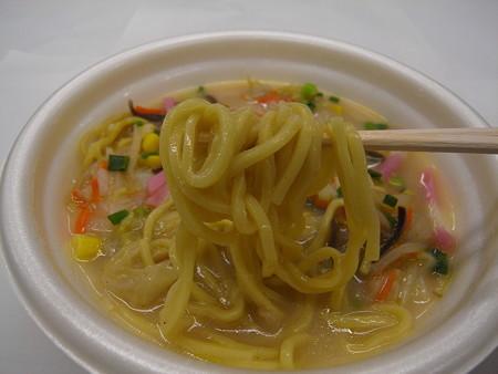 デイリーヤマザキ 野菜ちゃんぽん 麺アップ
