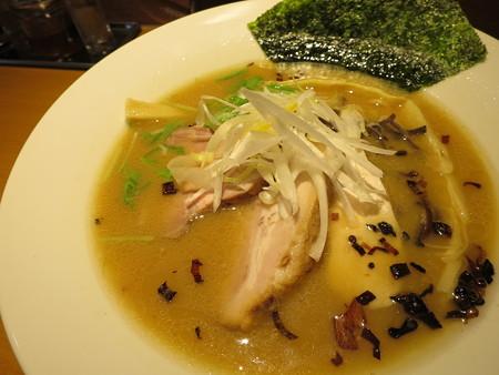 麺屋あした 醤油白湯麺 アップ