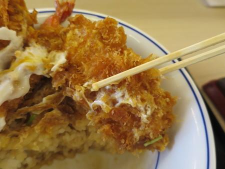 かつや上越店 サクサク牡蠣フライの海鮮合い盛り丼(期間限定) イカフライアップ