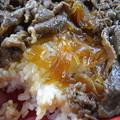 写真: すき家 上越高土店 黒毛和牛弁当(期間限定、テイクアウト) 盛り付けの様子