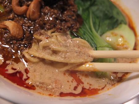 龍馬軒 担担麺 スープ表面の様子