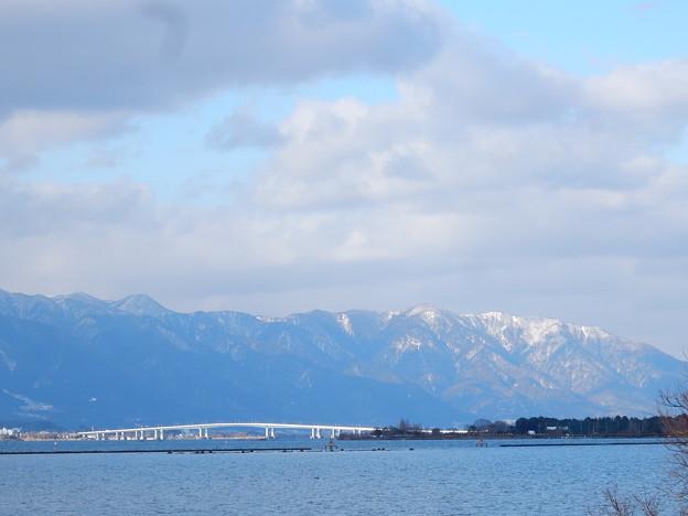 湖西の雪山 琵琶湖と橋の競演