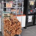 Photos: 薪を売るコンビニ
