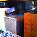 写真: 小型の冷蔵庫