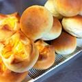 テーブルロールとチーズパン