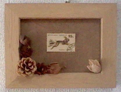 秋の木の実と古い外国切手