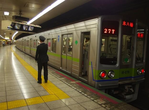 都営新宿線曙橋駅2番線 都営10-270F各停本八幡行き側面よし