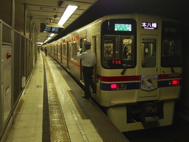 京王新線初台駅2番線 京王9049(サンリオラッピング)区急本八幡行き反応点灯