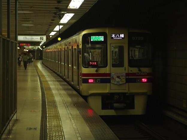 京王新線初台駅2番線 京王9049(サンリオラッピング)区急本八幡行き前方確認