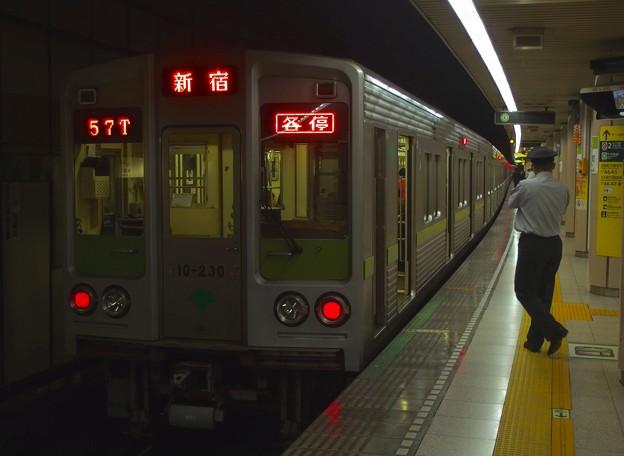 都営新宿線小川町駅3番線 都営10-230F各停新宿行き笛扱い