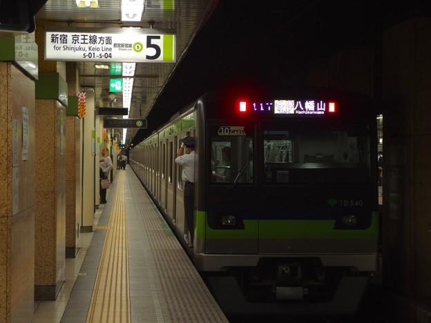 都営新宿線九段下駅5番線 都営10-540F各停八幡山行き前方確認