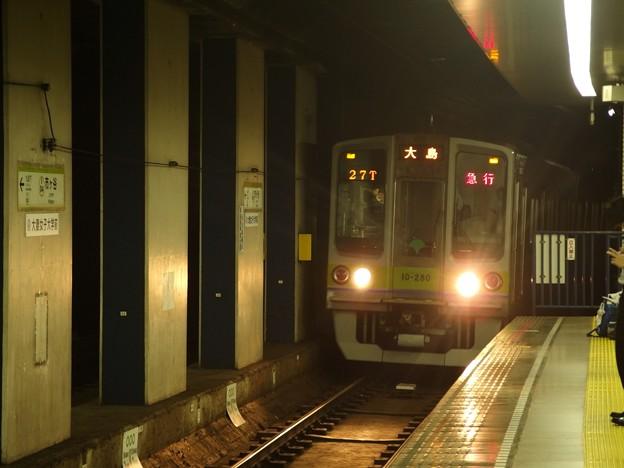 Photos: 都営新宿線市ヶ谷駅2番線 都営10-280F急行大島行き進入