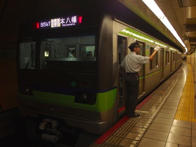 都営新宿線浜町駅2番線 都営10-550F各停本八幡行き側面よし