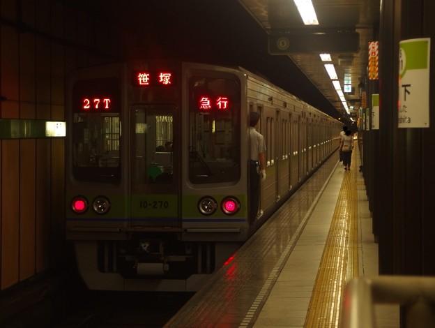 都営新宿線森下駅1番線 都営10-270F急行笹塚行き前方確認(ヒキ)