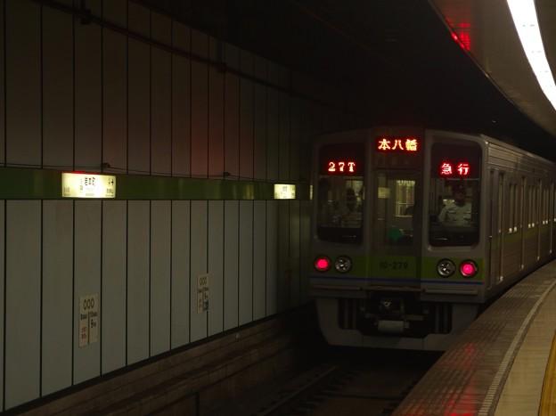 都営新宿線岩本町駅4番線 都営10-270F急行本八幡行き通過後方確認
