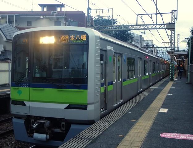 京王線代田橋駅2番線 都営10-320F各停本八幡行き