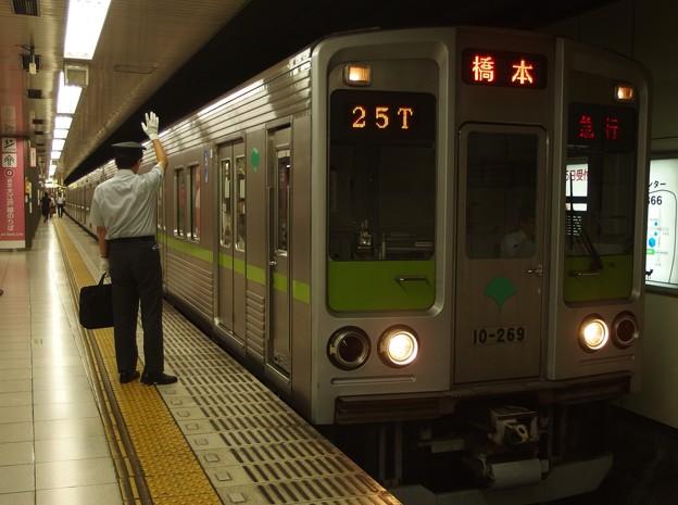 京王新線新宿駅4番線 都営10-260F急行橋本行き側面よし