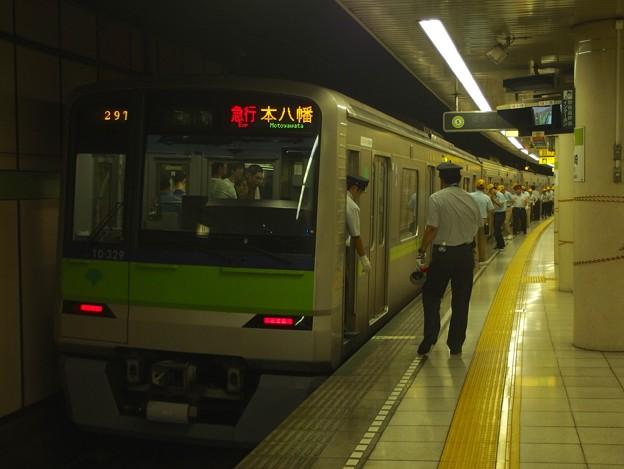 都営新宿線篠崎駅2番線 都営10-320F急行本八幡行き停止位置よし