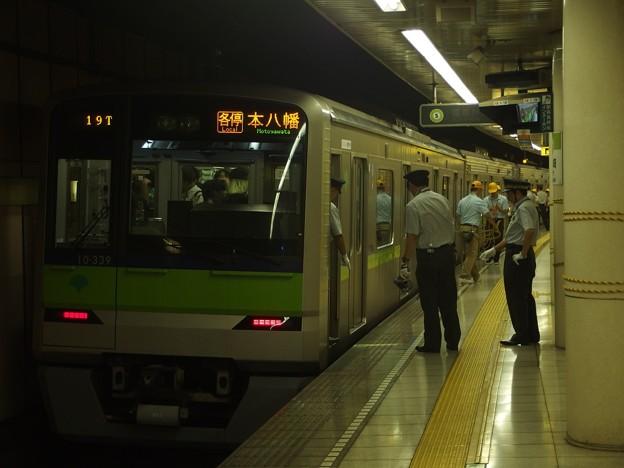 都営新宿線篠崎駅2番線 都営10-330F各停本八幡行き停止位置よし