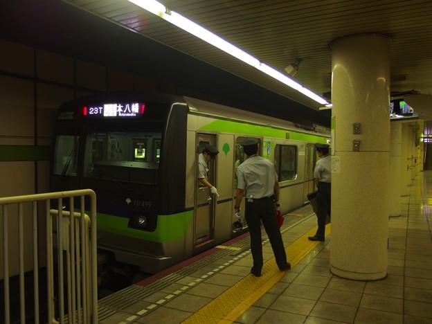 都営新宿線篠崎駅2番線 都営10-490F各停本八幡行き停止位置よし
