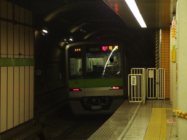 都営新宿線篠崎駅1番線 都営10-320F急行笹塚行き通過