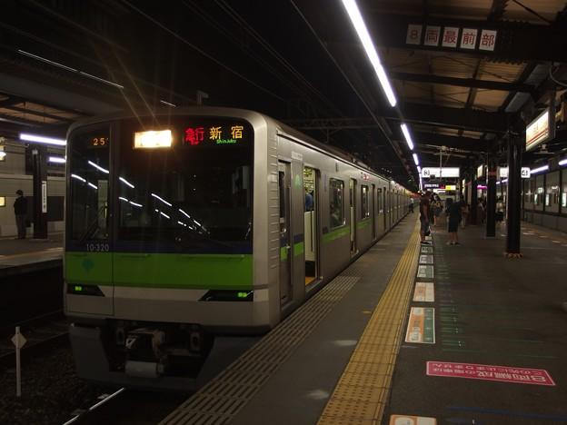 京王新線笹塚駅3番線 都営10-320F急行新線新宿行き