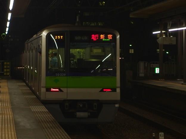 京王線明大前駅2番線 都営10-320F急行新線新宿行き前方確認