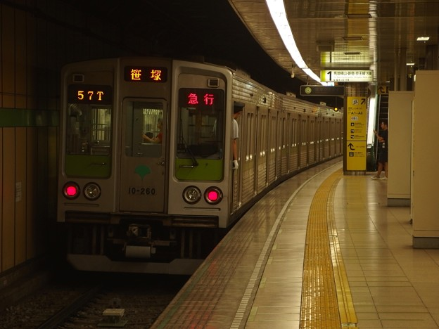 都営新宿線大島駅1番線 都営10-260F急行笹塚行き前方確認