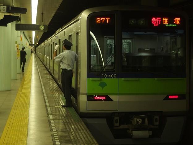 都営新宿線市ヶ谷駅1番線 都営10-400F急行笹塚行き側面よし