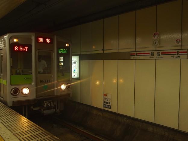京王線新線新宿駅4番線 都営10-240F区急調布行き(2)