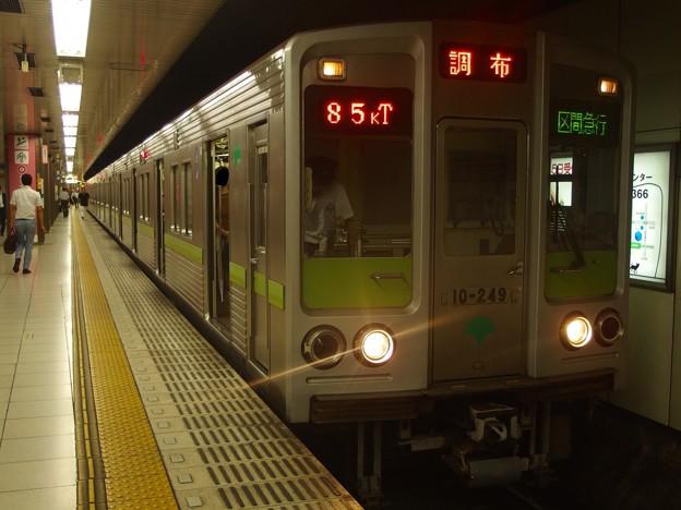 京王線新線新宿駅4番線 都営10-240F区急調布行き